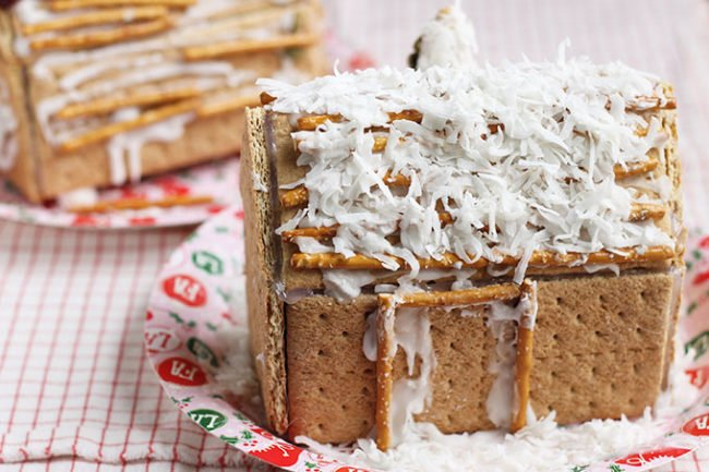 graham-cracker-houses-with-decorations