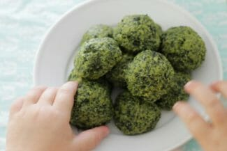 How to Make Kale For Kids: Cheesy Kale Bites!