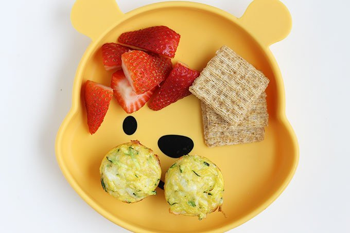 egg cups recipe with zucchini with berries and crackers