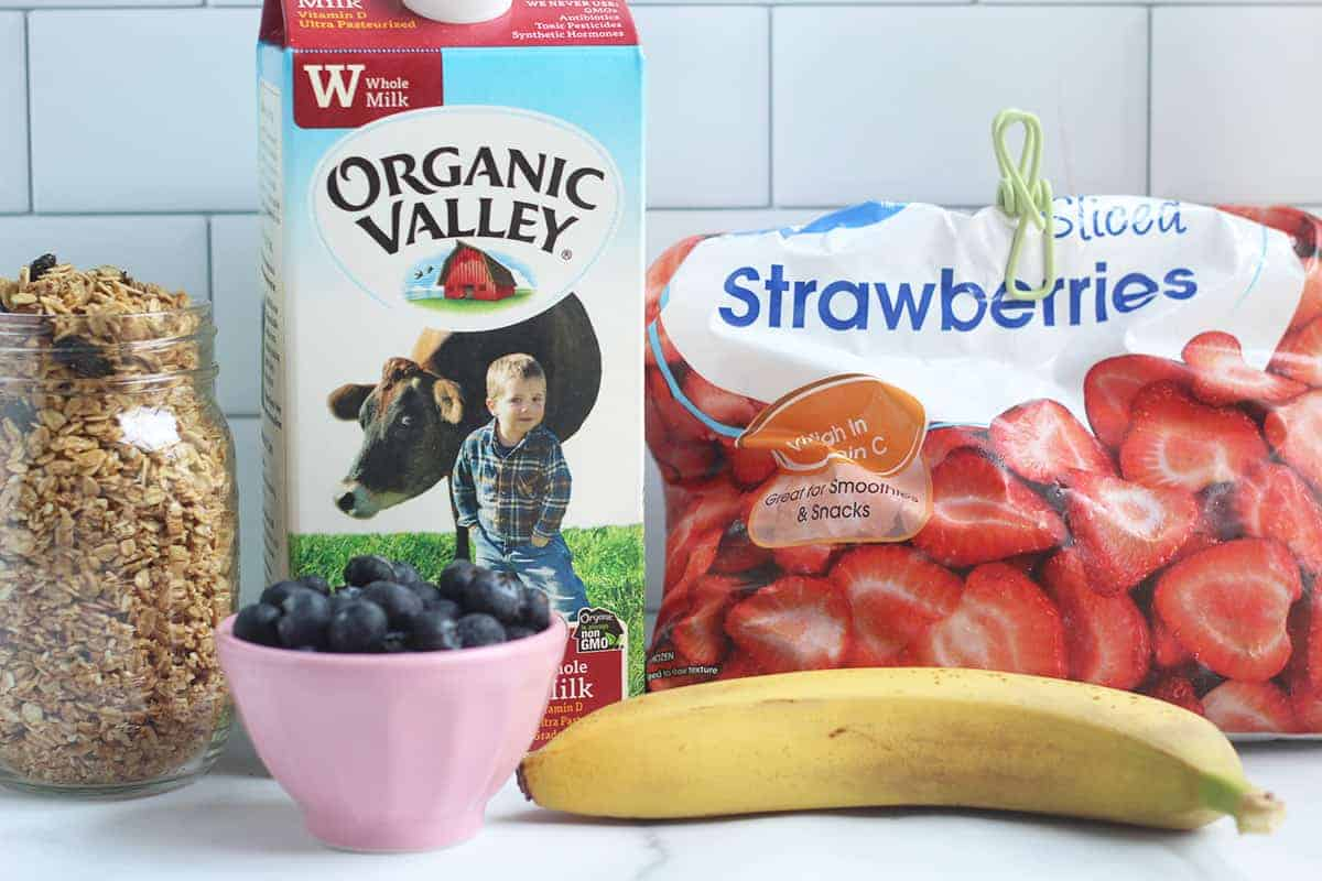 smoothie-bowl-ingredients-on-counter