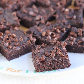 healthy-brownies-with-mini-chocolate-chips