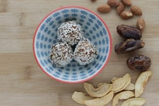 No Bake Energy Balls with Almonds and Dried Fruit
