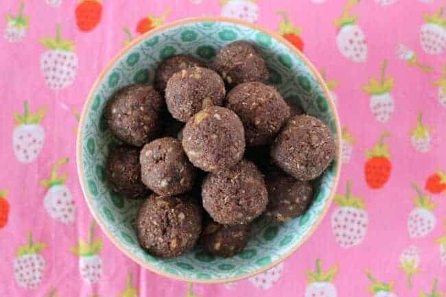 No-Bake Chocolate Cashew Cookies