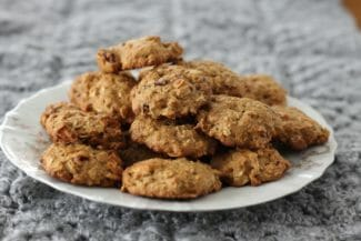 Healthy Oatmeal Cookies with Dried Fruit