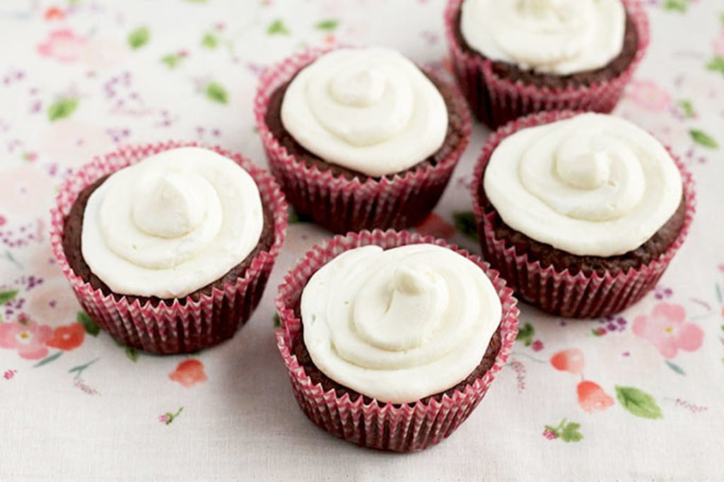 frosted-chocolate-cupcakes