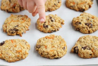 Healthy Oatmeal Cookies with Apple and Carrot