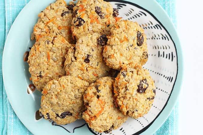 heatlhy-oatmeal-cookies-on-plate