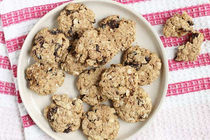 Healthy Oatmeal Raisin Cookies (Low Sugar, Whole Grain, So Good!)