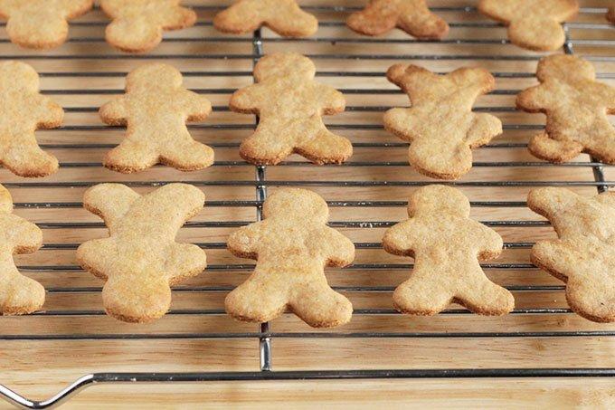 baked easy gingerbread cookies