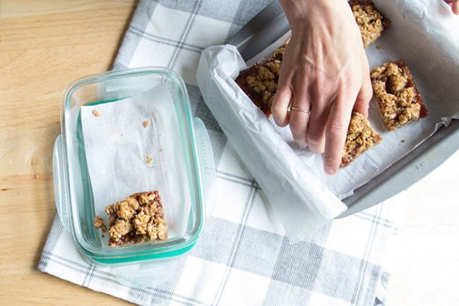 breakfast-bars-in-storage-container
