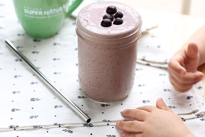 smoothie-in-mason-jar-with-kids-hands