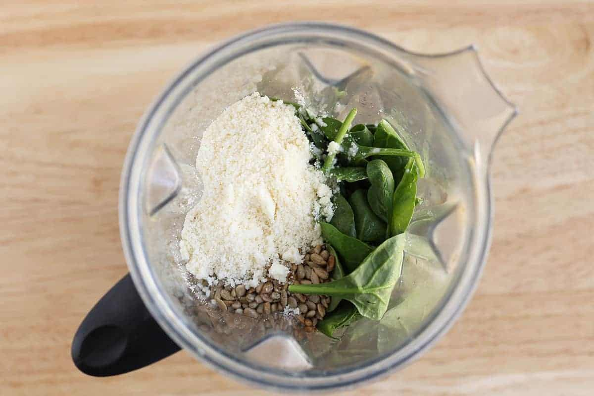 spinach-pesto-ingredients-in-blender