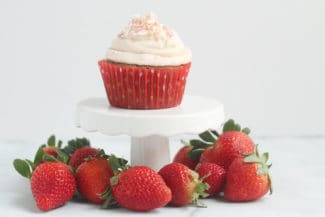 strawberry-cupcake-on-mini-cake-stand