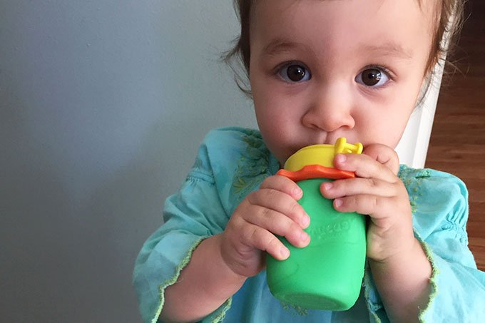 toddler drinking from squeasy snacker