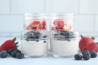 Overnight Oats with Yogurt and Blueberries