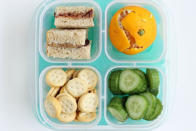 sandwich-lunch-with-crackers