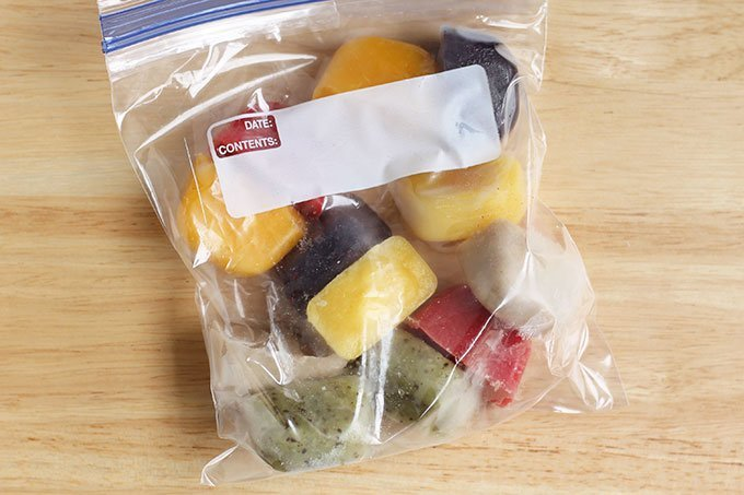 baby-food-cubes-in-freezer-bag