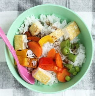 sesame-tofu-with-veggies-and-rice-in-bowl