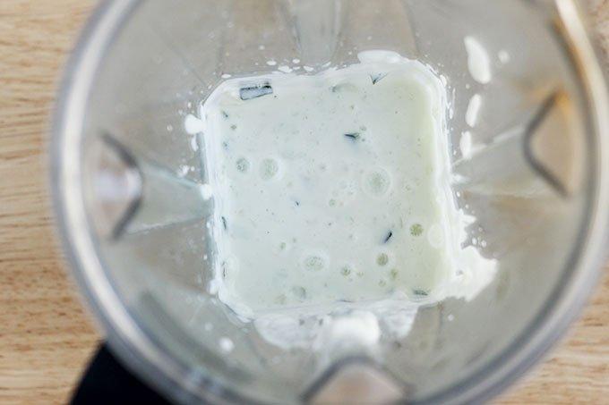 cucumber-sauce-in-blender