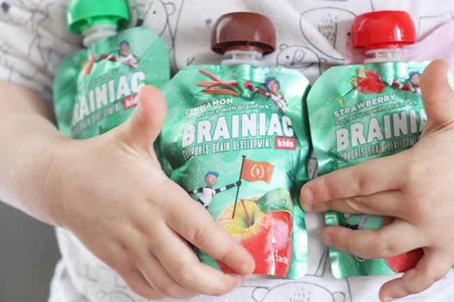brainiac-applesauce-in-kids-hands