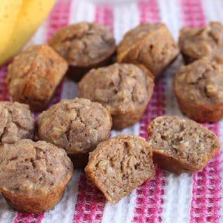 sugar-free-banana-muffins-on-pink-towel