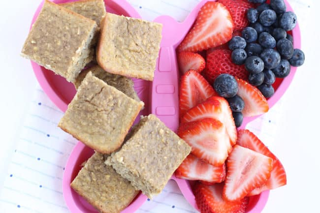 healthy-banana-bread-squares-with-berries