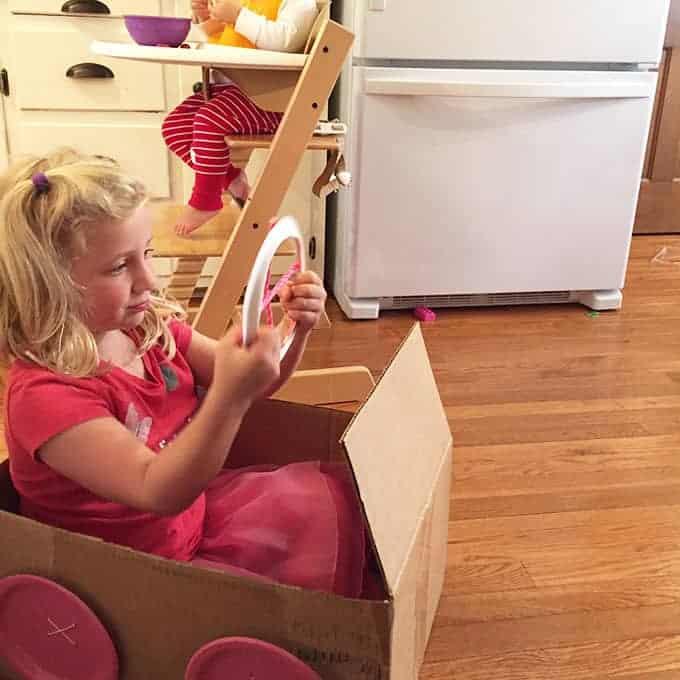 kids-in-cardboard-box