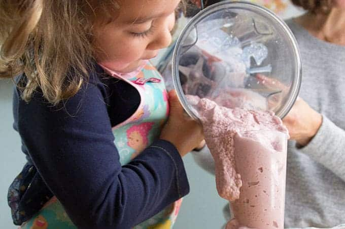 toddler-pouring-smoothie