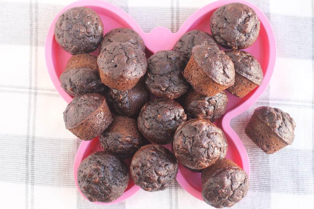 chocolate-banana-muffins-on-pink-plate