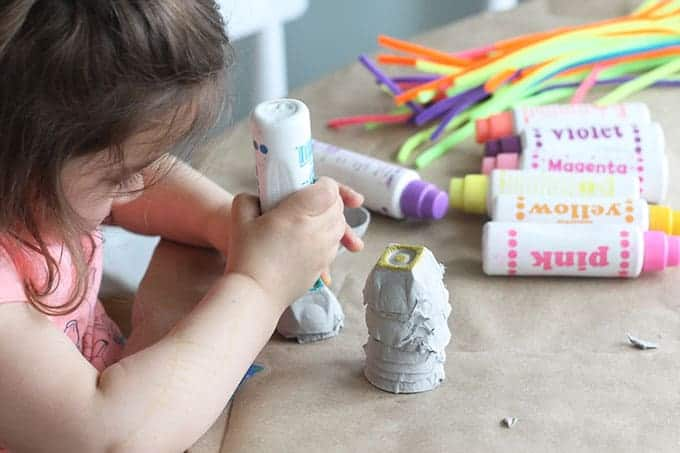 toddler-with-dot-markers