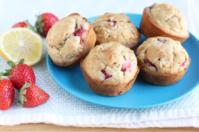 healthy-strawberry-muffins