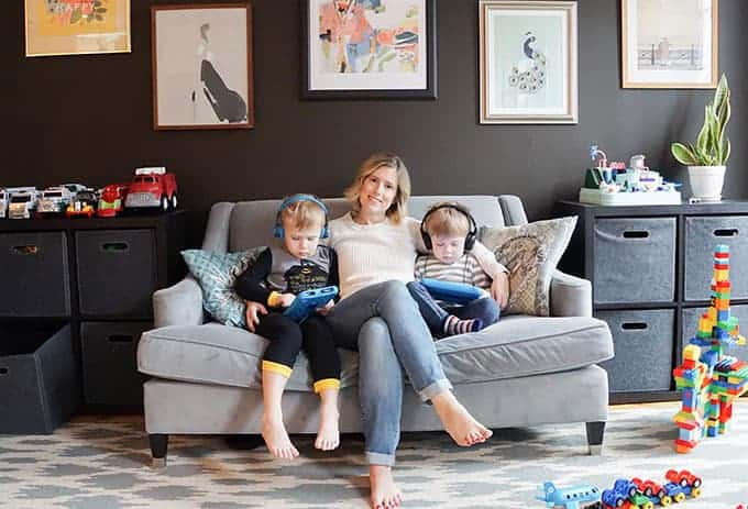 lindsay-powers-and-kids-on-couch