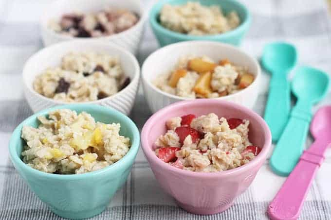 oatmeal-with-fruit-in-small-bowls