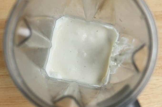 banana-yogurt-in-blender