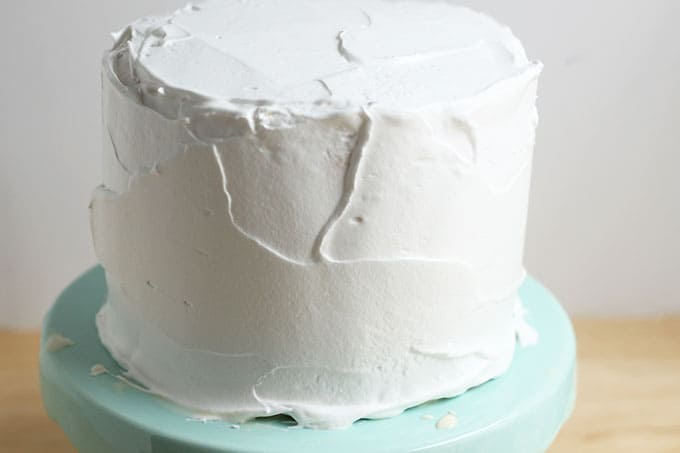 frosted-ice-cream-cake-on-cake-stand