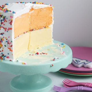 ice-cream-cake-on-cake-stand
