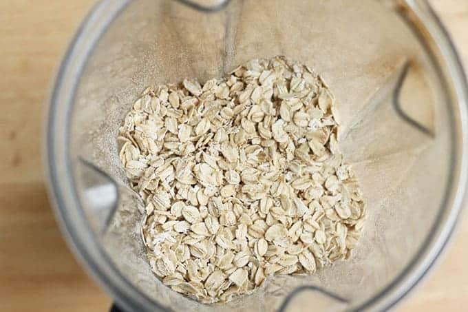 rolled-oats-in-blender
