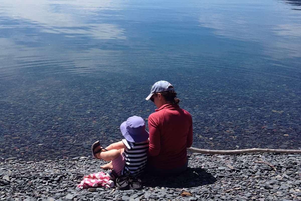 mom-and-toddler-at-lake-in-glacier-park