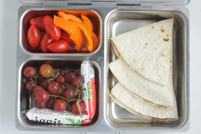quesadilla-lunch-with-grapes-and-tomatoes