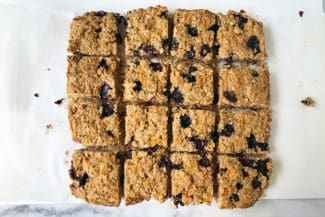 Easy Oatmeal Bars with Blueberry and Carrot