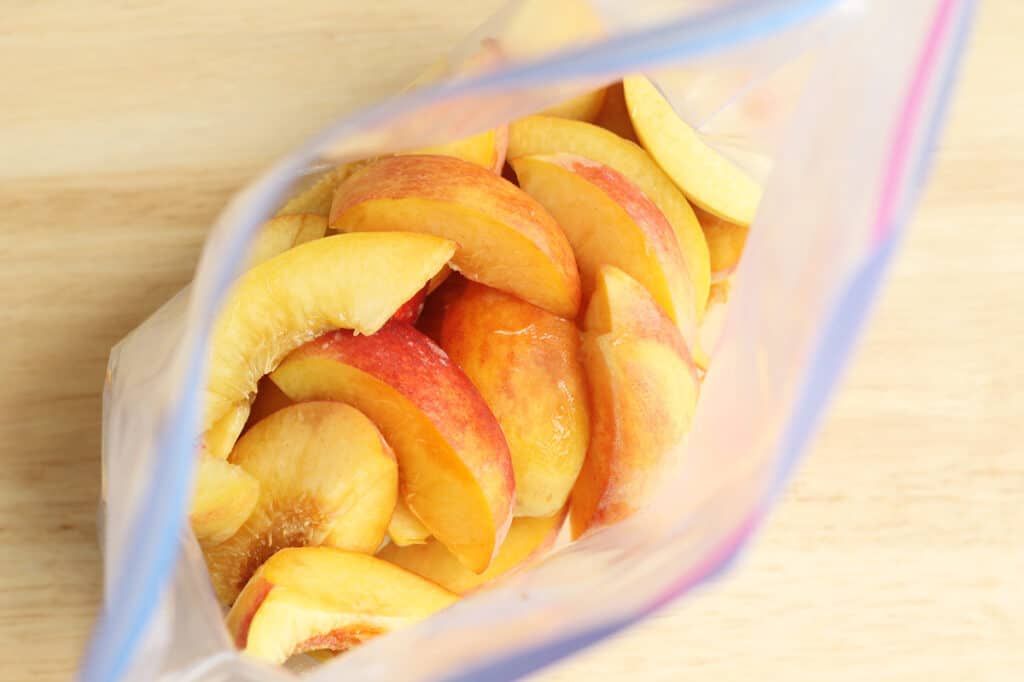 peaches-in-freezer-bag