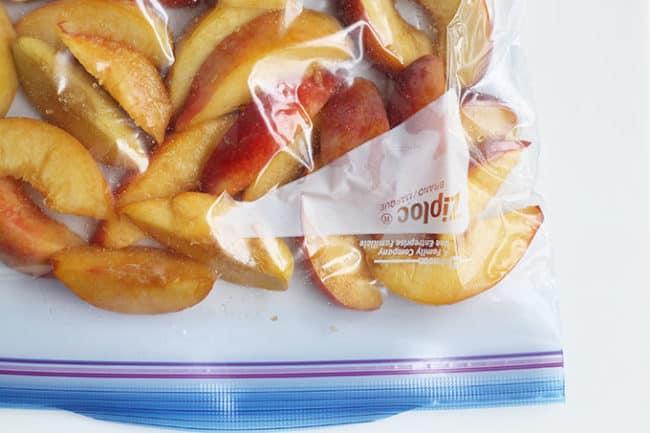 peaches-in-plastic-freezer-bag