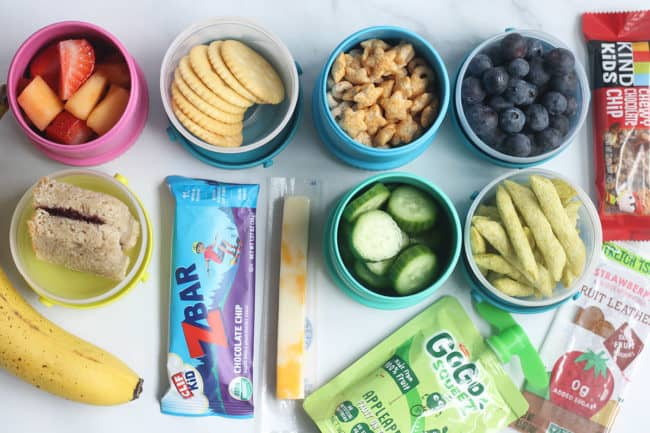 preschool-snacks-in-containers-on-countertop