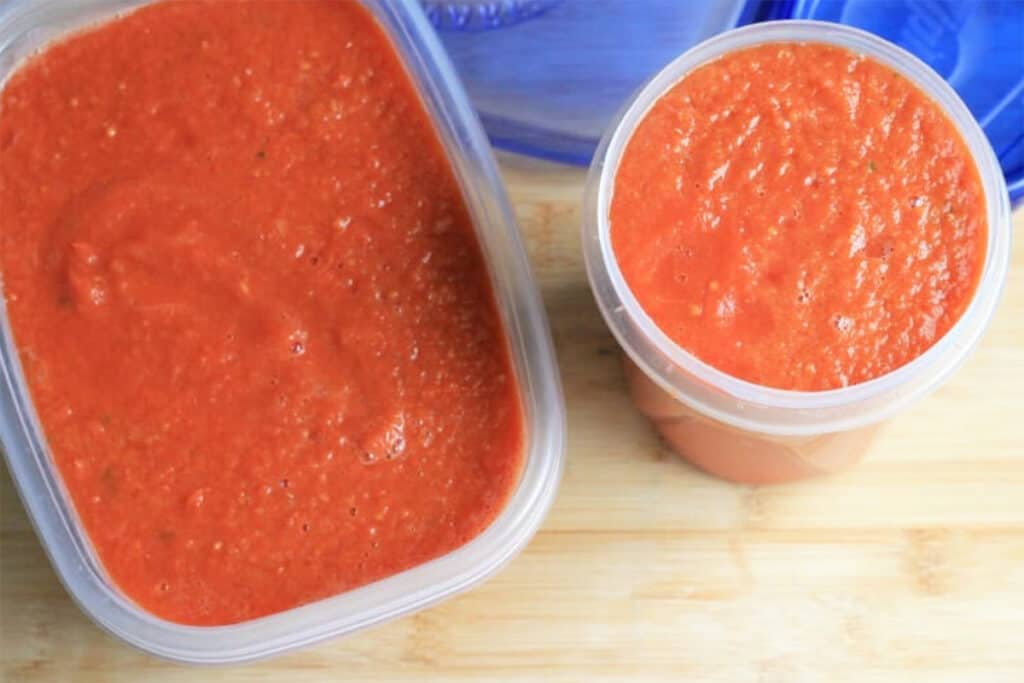 slow-cooker-tomato-sauce-in-containers