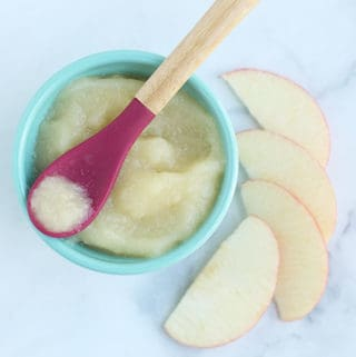apple-puree-on-baby-spoon