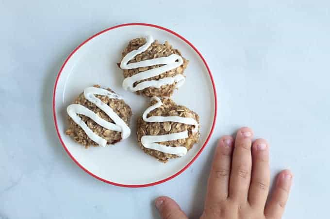 healthy-banana-cookies-on-plate-with-icing