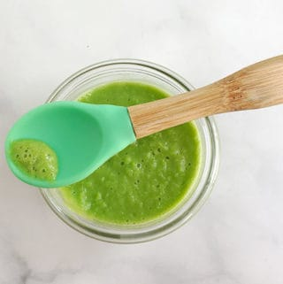 pea-puree-on-baby-spoon