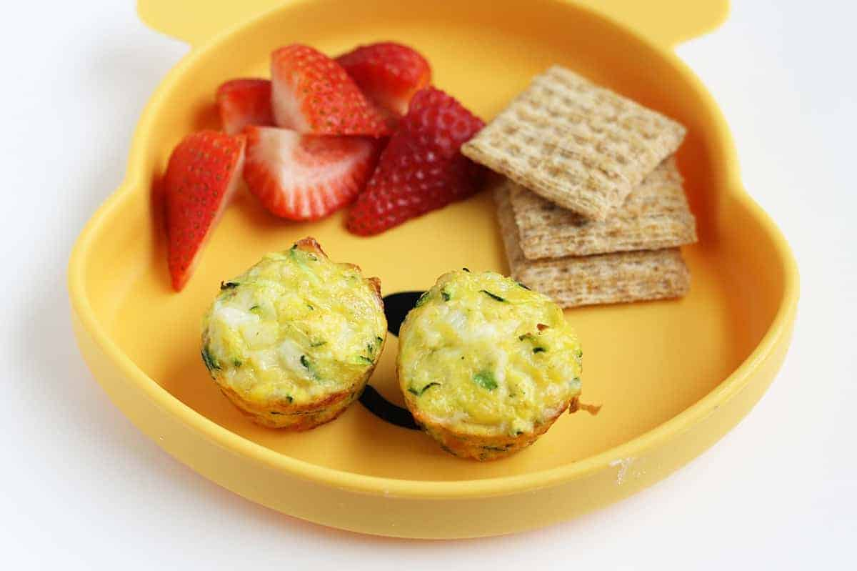 zucchini-egg-cups-with-berries-and-crackers