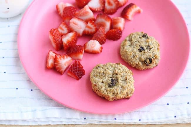 banana-raisin-breakfast-cookies-on-pink-plate
