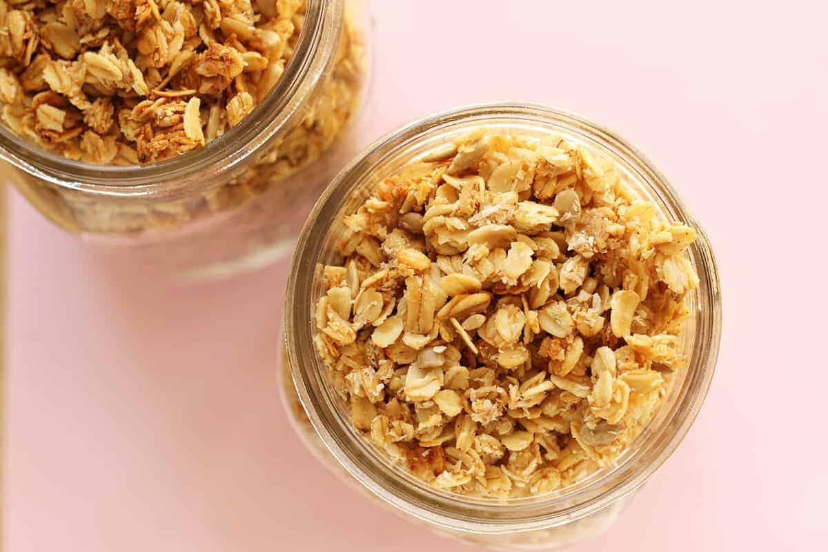 granola-in-mason-jar